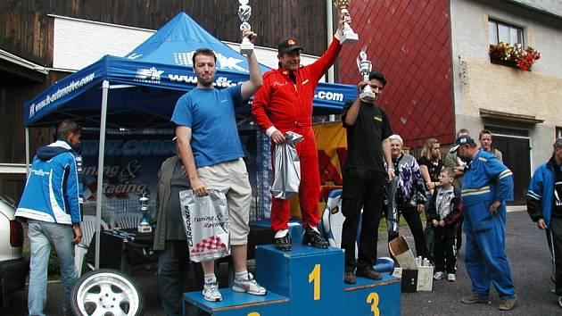 VMikulově se jel osmý závod desetidílného seriálu automobilů do vrchu Carbonia Cup