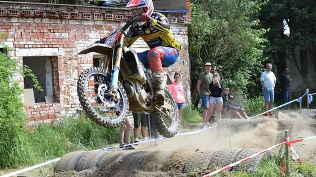 Nedělní motokros na trati v Úterý.