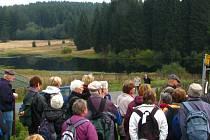 Naučná stezka zavede návštěvníky také k Huťskému rybníku. V jeho těsné blízkosti dříve stávala sklárna.