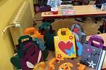 Školáci vyrobili velikonoční dekorace. Nabídnou je na trhu.