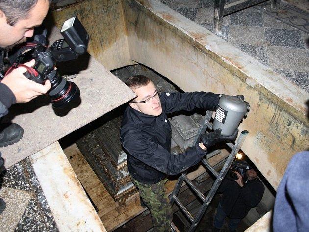 Sto třicet čtyři uren se dočkalo v pátek uložení v Seifertově hrobce na stříbrském hřbitově.