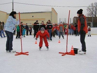 Stříbrské děti tancovaly na ledě.