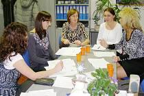 Setkání pracovníků řídící skupiny pro sociální služby.