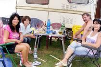 Kemp Sycherák je pro několik rodin druhým letním domovem. Po dovolené tu nechají karavany a budou se vracet na víkend.