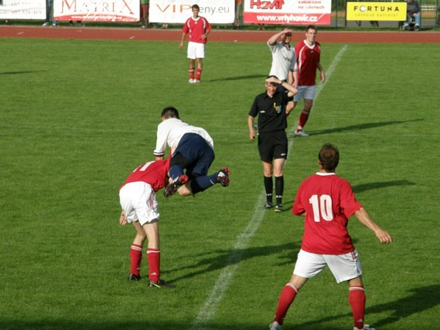 Fotbal: B. Stříbro – VD Luby 4:2.