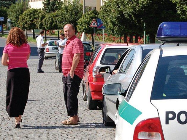 Tři řidiči zaparkovali v pátek odpoledne u Špánka a všichni dostali pokutu.