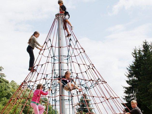 Všechny tachovská sportoviště chtějí vyzkoušet účastnící prvního běhu příměstského tábora, který pořádají Komunitní aktivity Tachovska.