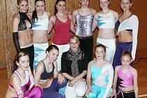 KRÁSA. Dívky z Tělovýchovné jednoty  Slavoj Tachov se představily na závodech  Master Class v aerobiku a v Praze na Černém mostě sbíraly zkušenosti a také medailová umístění.