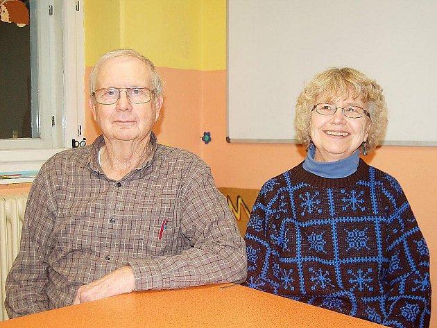 RICHARD A ROSEMARY. Americký pár, který v Tachově dočasně žije a učí zde angličtinu.
