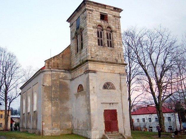 Kostel sv. Jana a Pavla v Halži.