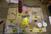 Věci, které policie zabavila ve varně pervitinu v Tachově