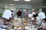 Sedm týmů soutěžících se zúčastnilo soutěže o nejpěkněji ozdobený perníček v Plané.
