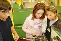 Dívky si vysoustružily maketu norimberské televizní věže