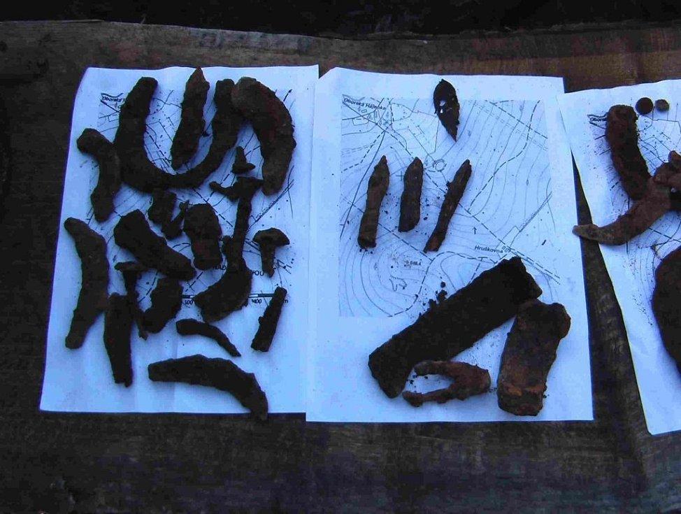 Hledači se opět vypravili do lesa a na louku u Hruškovny, kde našli množství předmětů