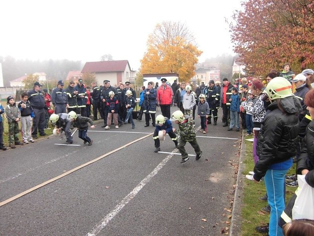 Okresního kola soutěže mladých hasičů Plamen se zúčastnily více než dvě desítky družstev.