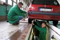 Celkem pětačtyřicet řidičů využilo nabídky Stanice technické kontroly a nechali si zdarma zkontrolovat vůz.