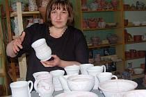 MILENA NÁHLOVSKÁ HUBKOVÁ, účastnice televizní soutěže Prostřeno, se profesně věnuje keramice.
