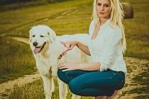 KALENDÁŘ je v nástěnném provedení, se psy se fotili muži i ženy.