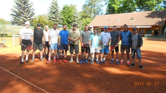 Na snímku účastníci druhého turnaje tenisového seriálu TC Open.