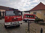 Stříbrští dobrovolní hasiči pomohli s úklidem kostelní věže.