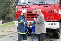 Tachovští dobrovolní hasiči převzali v sobotu zbrusu novou požární cisternu