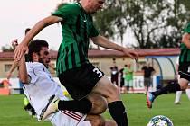 Fotbalista s gruzínskými kořeny Georgi Dvali si dokonce zahrál za divizní Klatovy, na snímku v souboji s Rokycany. Teď nastupuje za Tisovou ve III. třídě okresu Tachov.