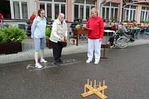 Při Sportovním dnu v DS Kurojedy účastníci soutěžili v sedmi disciplínách.