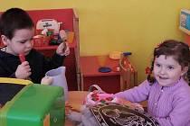 Na prohlídku své budoucí mateřské školky přišli také Karolínka Šlaban a Pavlík Boček.
