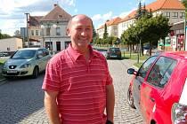 Borský podnikatel Josef Špánek (na snímku) kritizuje systém parkování na náměstí. Podle něj by bylo řešením postavit záchytné parkoviště někde mimo, třeba pod kinem.