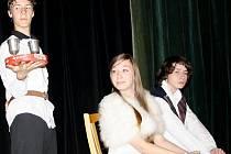 S představením Sakra Hamlet přijeli v pátek do Tachova plzeňští středo i vysokoškoláci