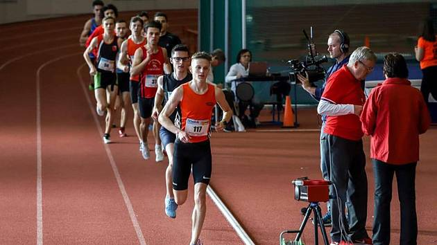 Jakub Davidík (sč. 117) navázal na prosincový národní rekord a v měření s krajskou elitou nedal všem starším soupeřům šanci v běhu na 3000 metrů. Sezona 2020 je odstartována.