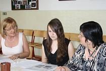 Začalo období maturit. První studenti mají za sebou zkoušku dospělosti také na Gymnáziu Tachov.