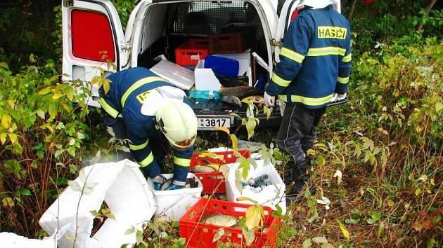 Nehoda u kočova: Dva lehce zranění a vysypaní kapři.