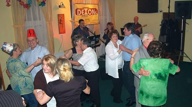 Oslavy příchodu Nového roku měly poklidný průběh. Tak jako například v restauraci ve Vysočanech.
