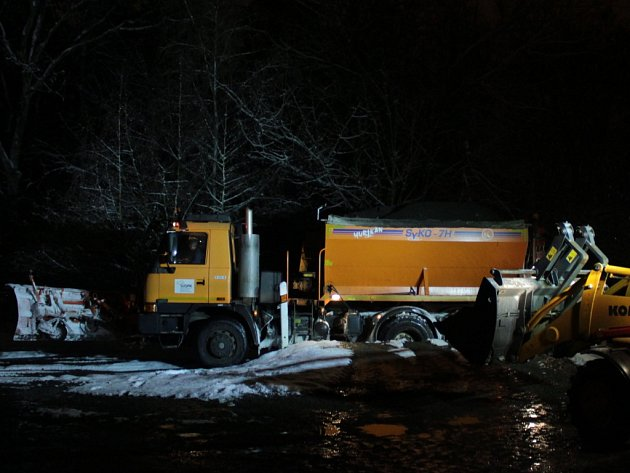 Noční Tachovsko: vylidněná náměstí i strojový úklid sněhu