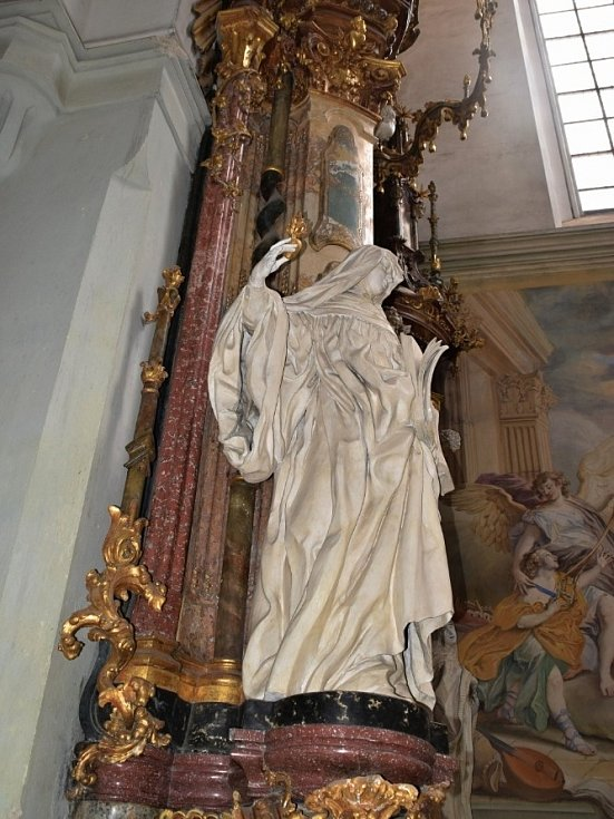 Klášterní kostel Nanebevzetí Panny Marie, svatého Wolfganga a svatého Benedikta.