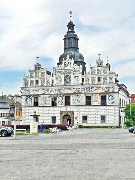 Foto radnice z roku 2009.