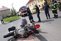 Na křižovatce plánských ulic Zámecká a Tylova se v pondělí před polednem střetly motocykl a automobil.