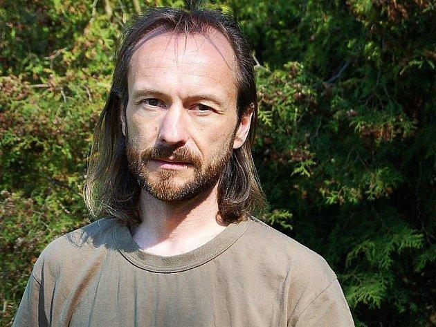 VÁCLAV FRED CHVÁTAL, autor knihy Příběhy telických náhrobků.
