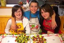 TÝM ČÍSLO 2 z Dětského domova Čtyřlístek v Plané se svými produkty studené kuchyně, s nimiž postoupil do národního finále kuchařské soutěže.