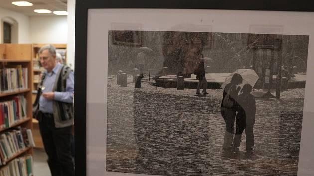 Fotografové vyrazili do ulic a v knihovně představili street foto