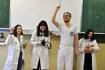 Studenti tachovského gymnázia při projektovém dnu, na téma povolání.