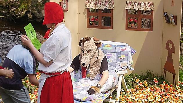 Vlk a Karkulka. To byly pohádkové postavičky, které čekaly na děti při minulé pohádkové cestě. Letos tomu určitě nebude jinak.