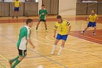 V UTKÁNÍ NA SNÍMKU svedl los proti sobě Hasiče Brod (světlé dresy) a tým Západočeši. Hasiči z Brodu nad Tichou tent o zápas vyhráli 5:2.