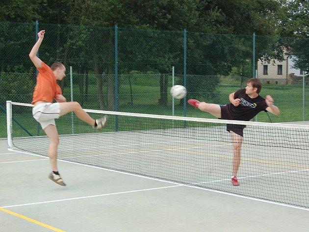 S rekordní účastí se odehrál sobotní turnaj v nohejbale, který uspořádali v Benešovicích.