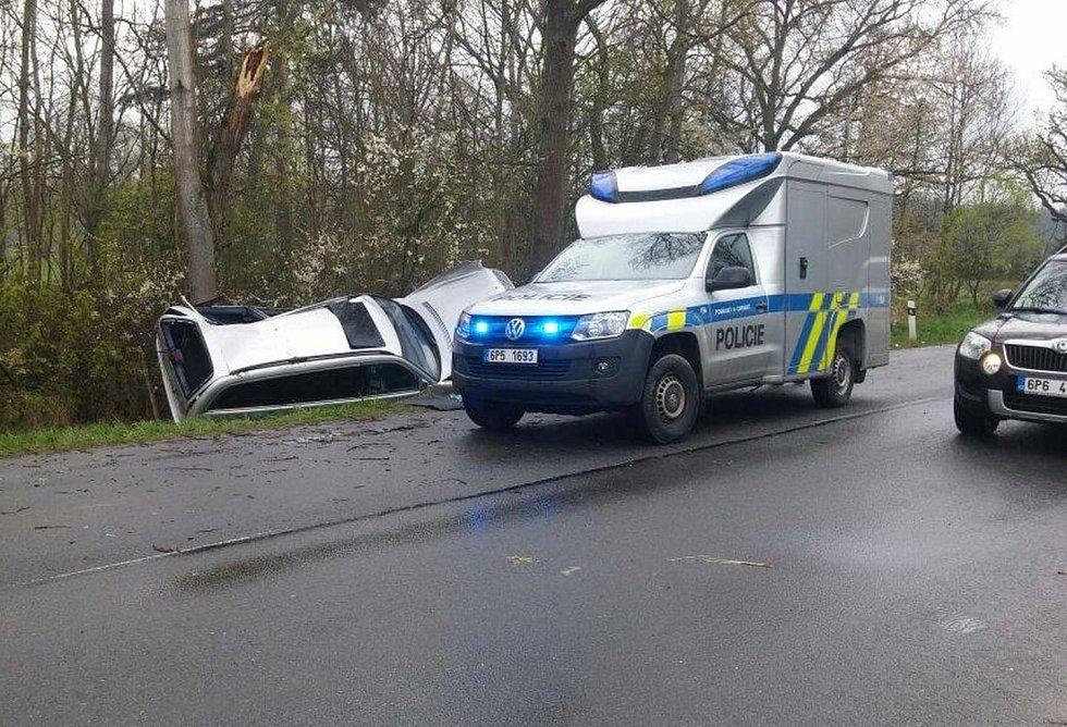 Vážná dopravní nehoda se stala mezi Novou Hospodou a Čečkovicemi.
