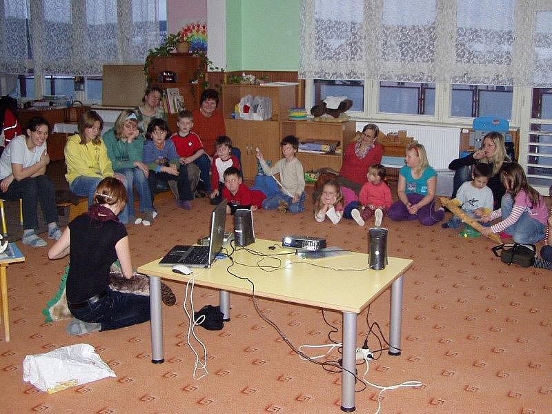Do Kladrub přijela Petra Cehláriková vyprávět o životě bobrů.