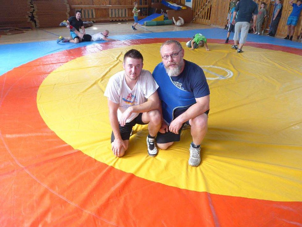 Lukáš Adam zápasení miluje a jeho snahu podporuje celá rodině. Především jeho otec, který ho i trénuje.
