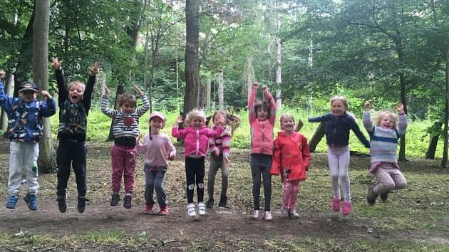 Děti zahrály na příměstském táboře pohádku o Sněhurce.
