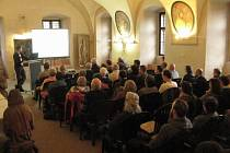O Českém lese si povídali odborníci i laici v refektáři Muzea Českého lesa v Tachově.